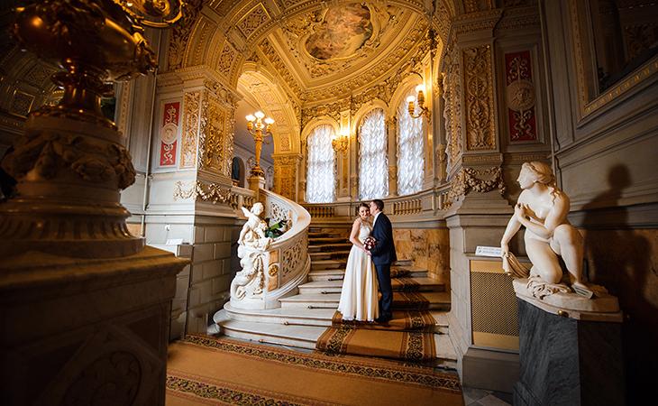 Розкіш і велич Будинку вчених ідеально підходить для весільних фотографій