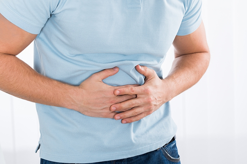 Неприятные ощущения, изжога и боли в животе могут біть связаны с нарушением этикета