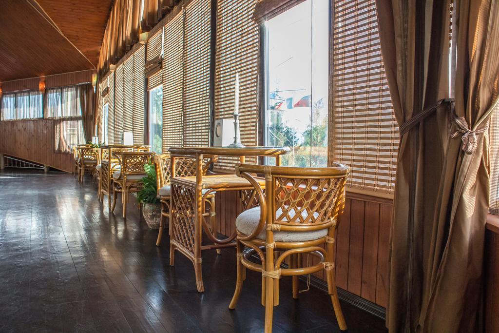 Кафе в готелі «Вишеград» під Києвом
