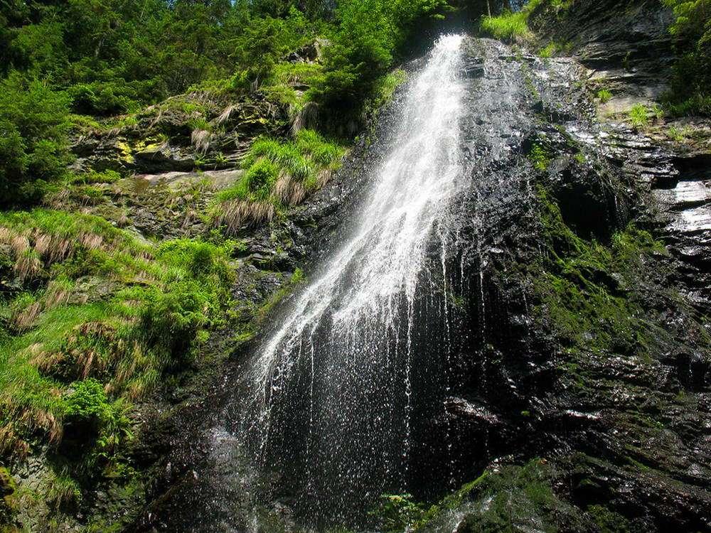 Висота найвищого в Україні водоспаду – 26 метрів