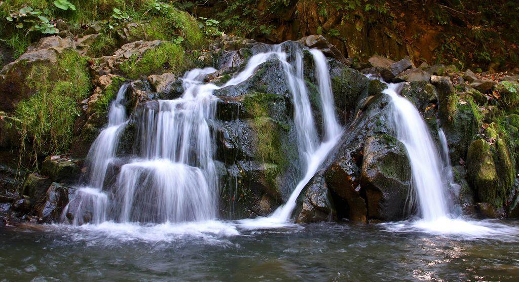 Каменський водоспад один з найбільш відвідуваних в Карпатах