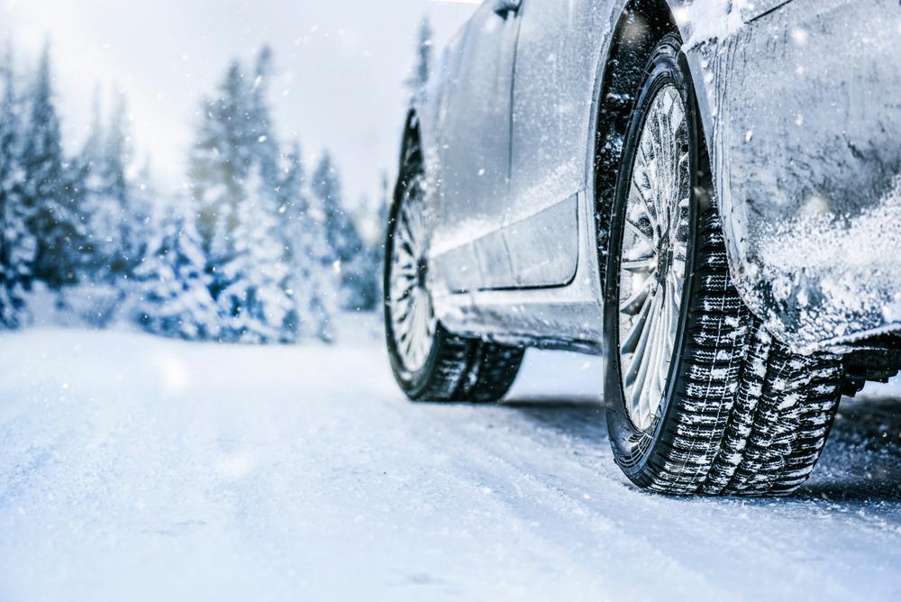 Гума для зими має інший склад, ніж гума на літо. Навіть при низьких мінусових температурах, зимові шини не втрачають свої властивості і забезпечують відмінне зчеплення з дорогою.